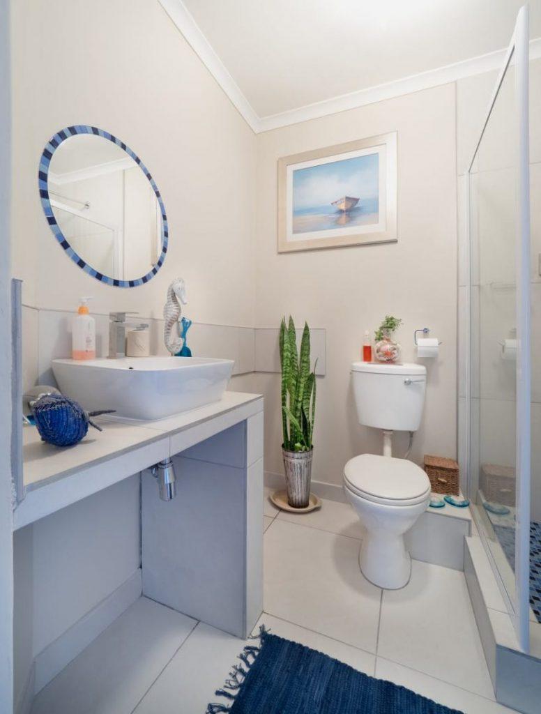 Brilliant What To Look For When Choosing Bathroom Flooring Brian Mccabe Interior Design Ideas Jittwwsoteloinfo